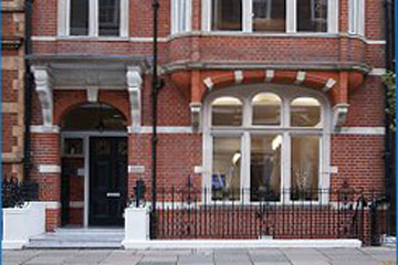 Mr John Lynn consulting rooms in Harley Street